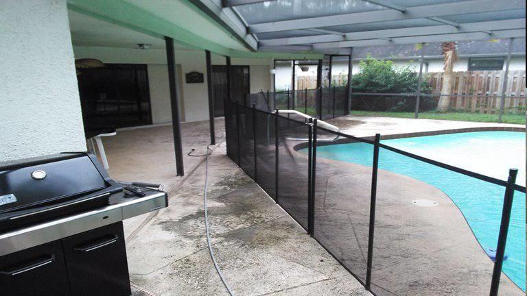 Dirty pool deck in Oldsmar Florida